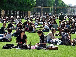 Jardin du Luxembourg, Parisians