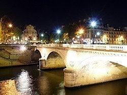 Información Paris, Puente Saint Michel