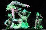 Espectáculo acrobático en el Teatro Chaoyang