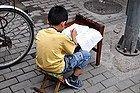 Haciendo los deberes en la calle
