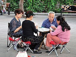 Jugando a las cartas en el Parque Beihai