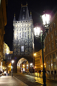 Torre de Praga iluminada