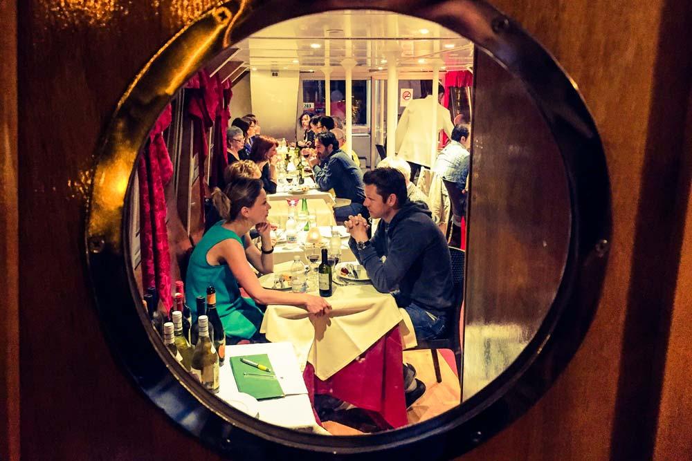 Cena a bordo de un crucero