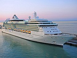 Crucero atracado en el Puerto de Civitavecchia