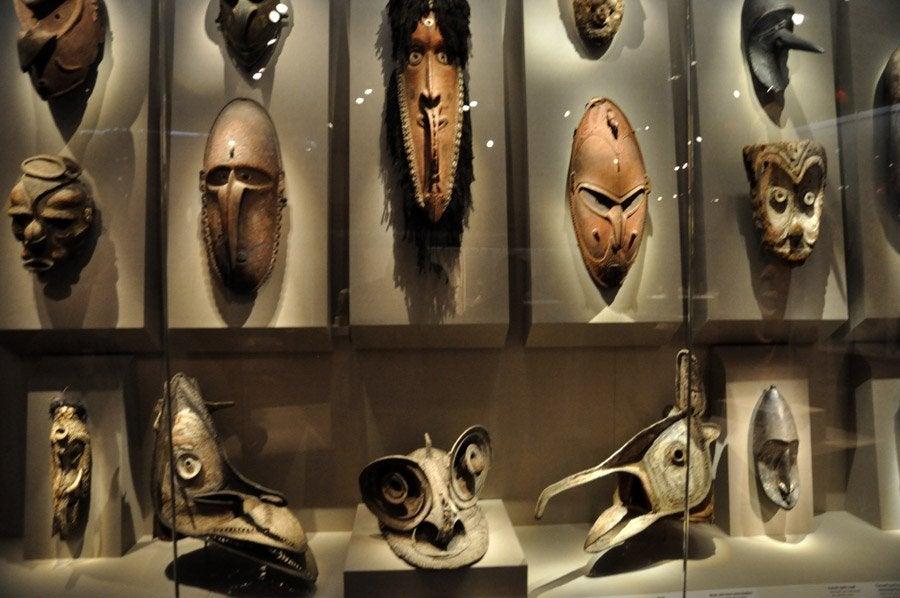 Resultado de imagen de mascara africana en un museo