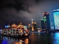 Paseando en barco por el Río Huangpu