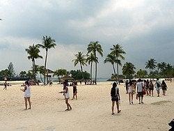 Siloso Beach, la playa más animada de Singapur