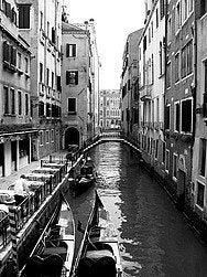 Historia, Canales de Venecia