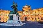 Palacio Hofburg iluminado