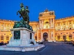 Viena, Palacio Hofburg iluminado