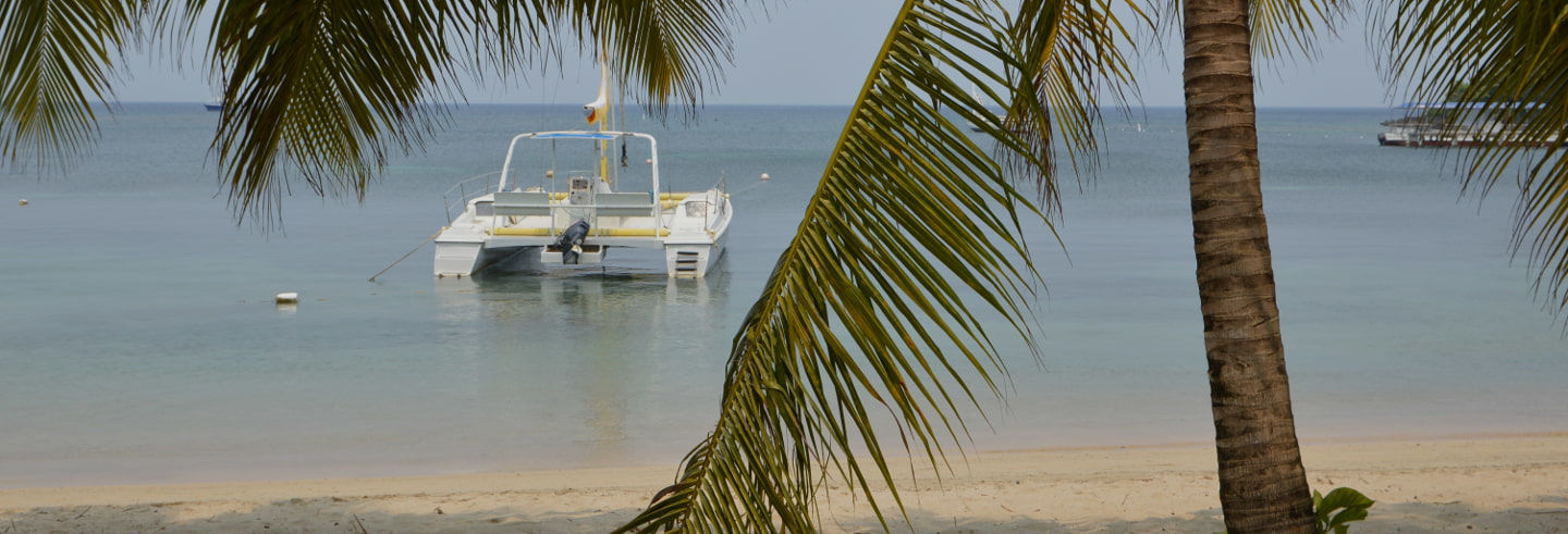 Tour di Roatán in un catamarano di lusso