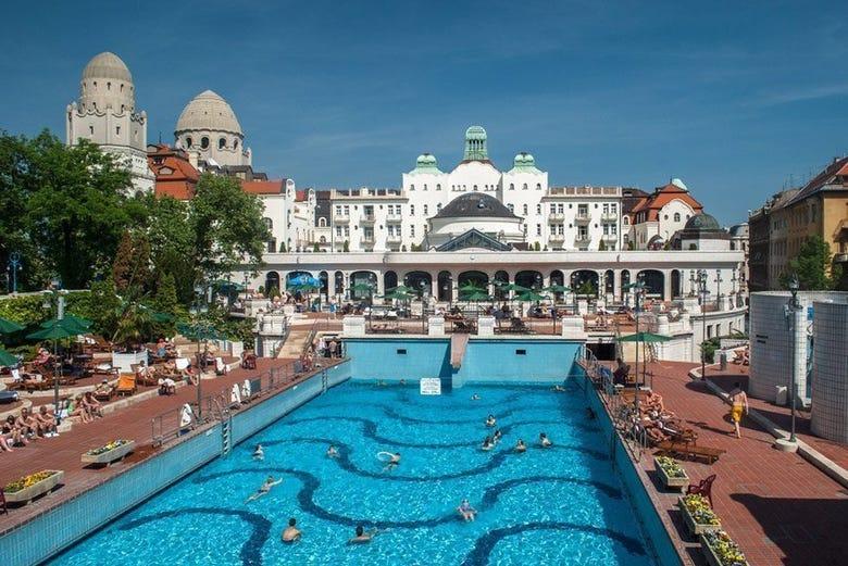 Balneario gell rt entrada sin colas budapest for Balneario de fortuna precios piscina