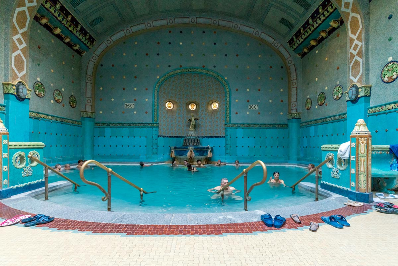 Bagni Termali Gellert : Biglietto per i bagni termali gellert con massaggio incluso budapest