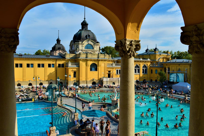 Biglietto per i Bagni Termali Széchenyi con massaggio incluso, Budapest
