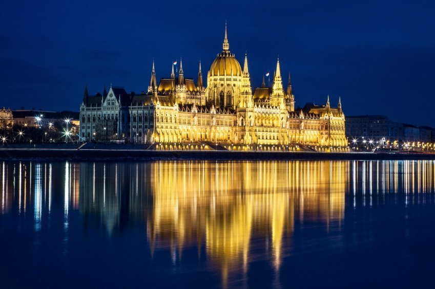 Budapest folkore show with dinner book online at for Parlamento on line