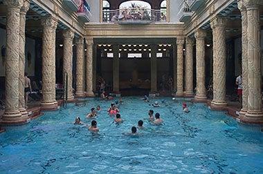 Bagni Termali Di Rudas Budapest : Bagni termali di budapest terme e relax a budapest