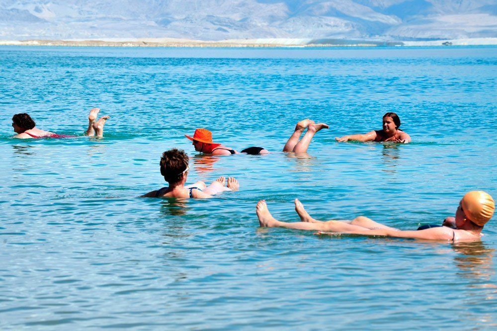 Disfrutando de un baño en el Mar Muerto
