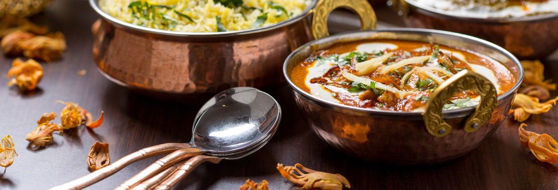 Cours de cuisine et repas partagé une famille indienne