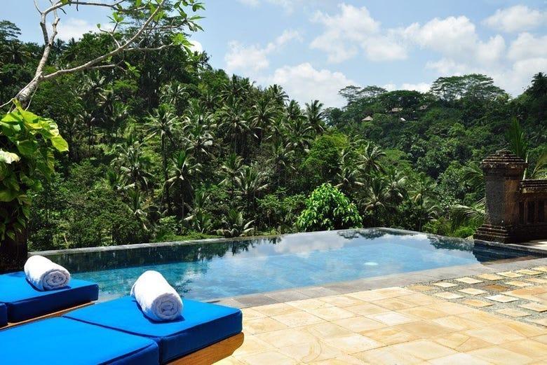 Piscina privada del hotel Puri Wulandari