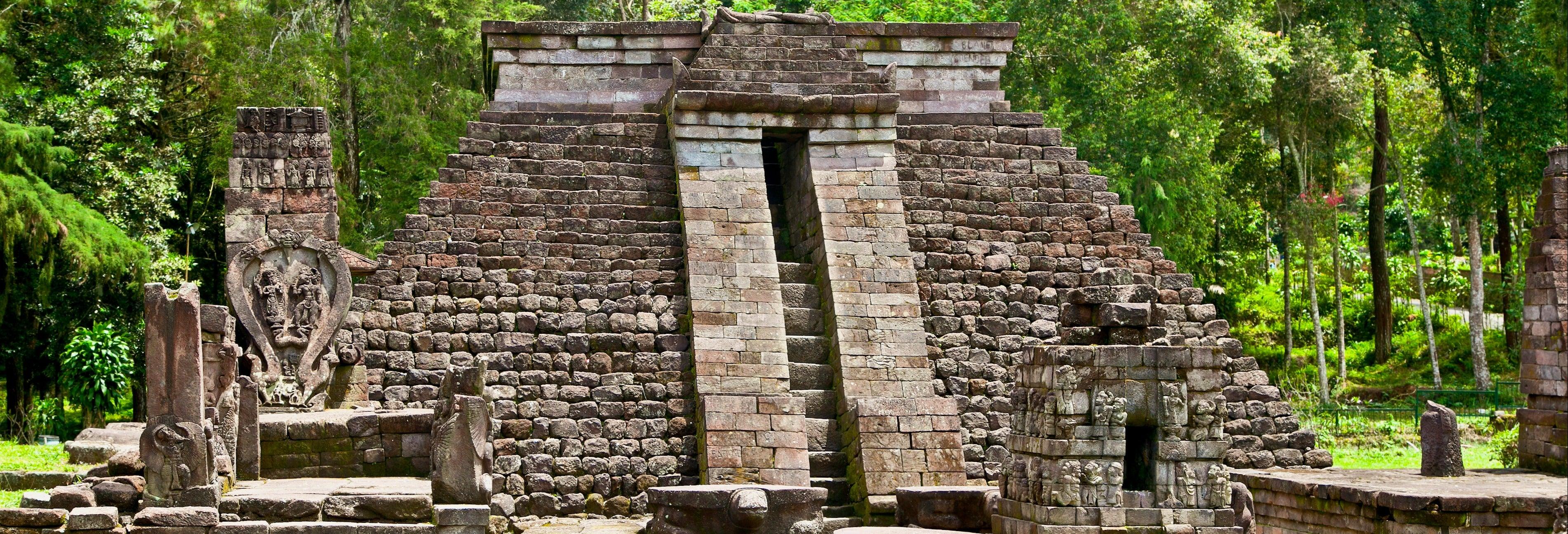 Excursão a Surakarta e templos de Ceto e Sukuh