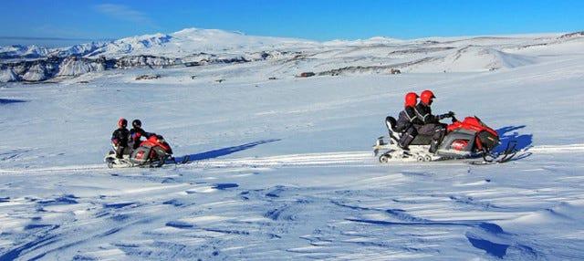 Aventura en moto de nieve por el sur de Islandia