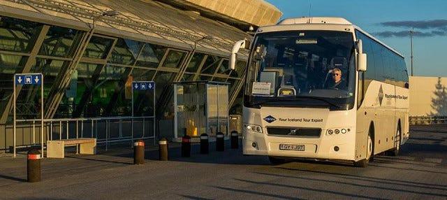 Transporte entre el aeropuerto y Reikiavik