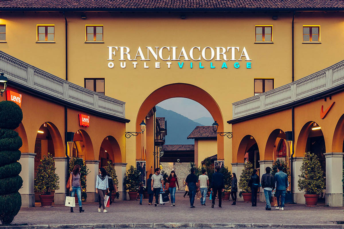 Tour de compras por franciacorta outlet village desde b rgamo for Outlet del design