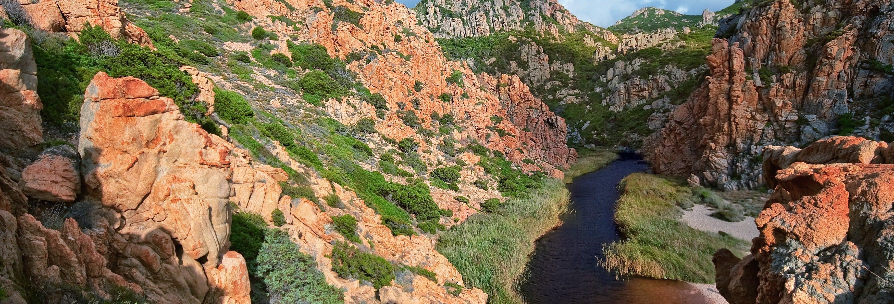 Descente en rappel dans le canyon Fuili
