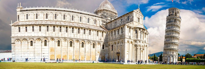 Entrada a la torre inclinada de Pisa y la catedral