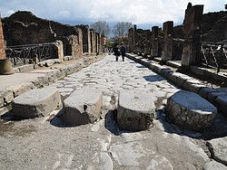 how to get to pompeii from rome by car