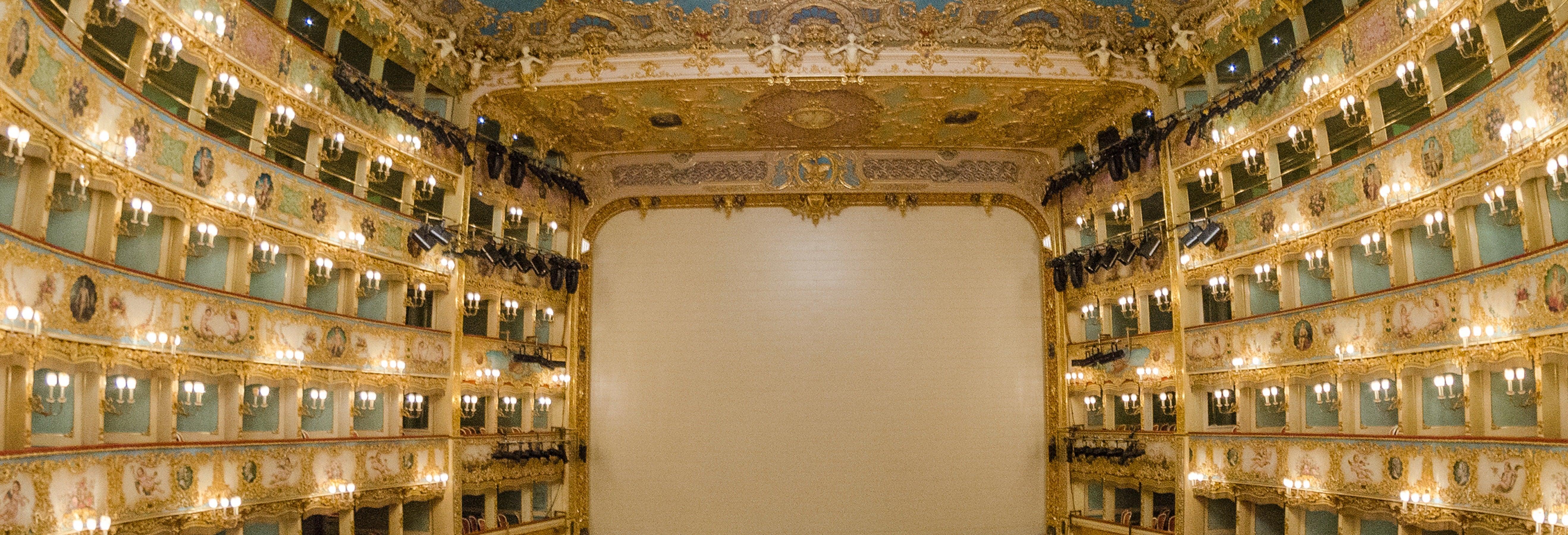 Entrada al Teatro La Fenice