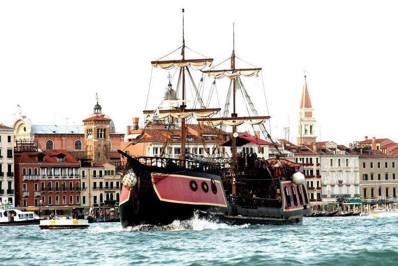 Crucero con cena en el Galeón Veneciano