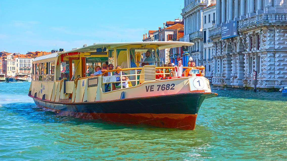 Vaporettos en Venecia