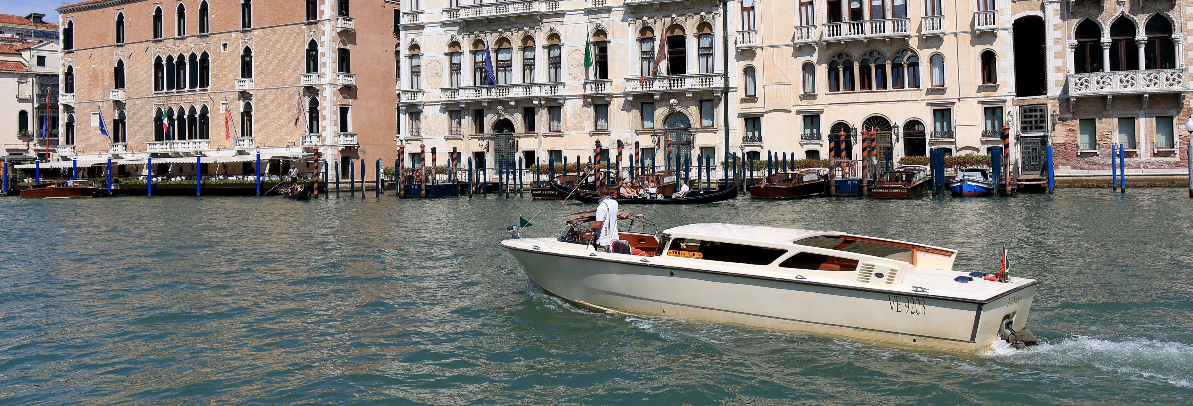 Trasporto in watertaxi tra l'aeroporto e Venezia