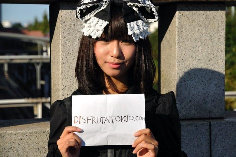 Gothic Lolita posando para Disfruta Tokio