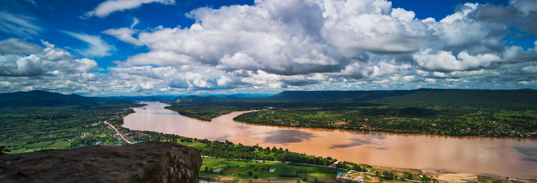 Crociera sul fiume Mekong al tramonto