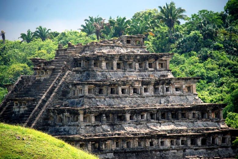 Foto de la zona arqueológica de El Tajín