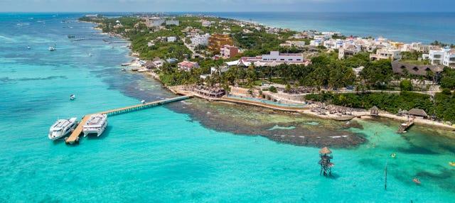Excursión a Isla Mujeres en catamarán