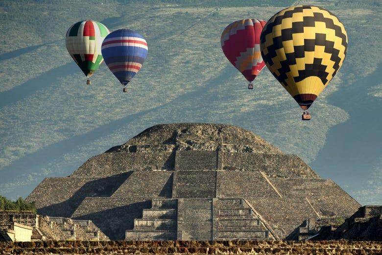 Vol privé en montgolfière au-dessus de Teotihuacan