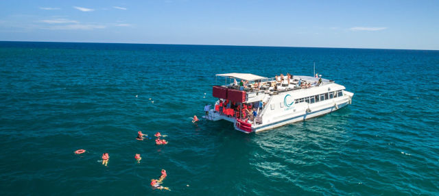 Paseo en catamarán por el Mar de Cortés