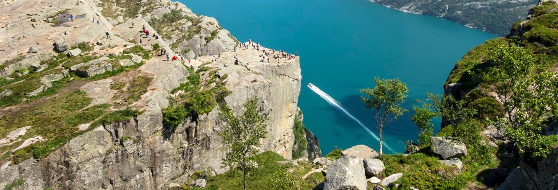 Senderismo por Preikestolen + Paseo en canoa por los fiordos