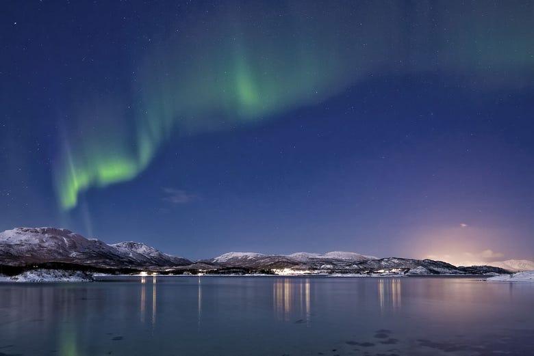 ,Aurora Boreal en Tromso,Fiordos noruegos