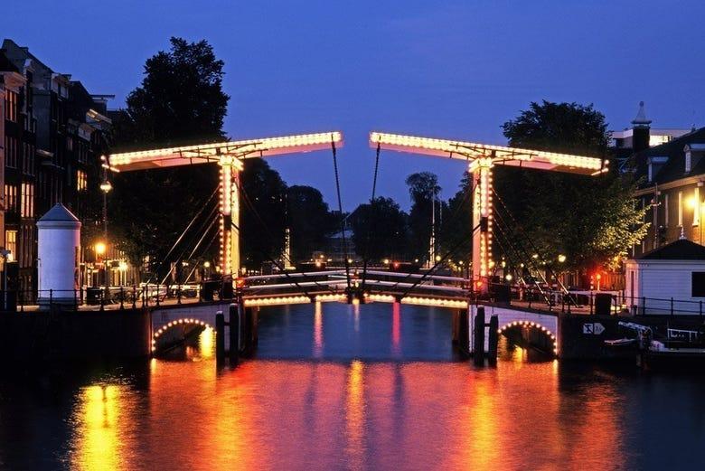 Croisière sur les canaux dans Amsterdam de nuit - amsterdam.fr