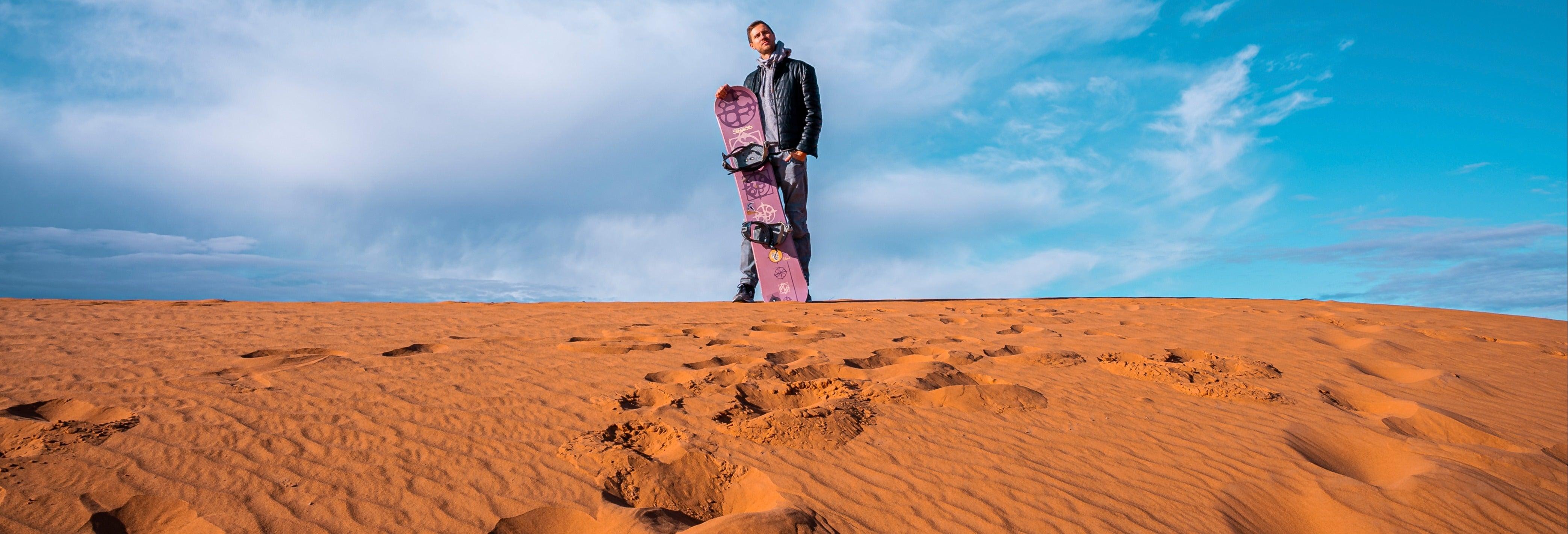 Sandboarding o sand skiing a Huacachina
