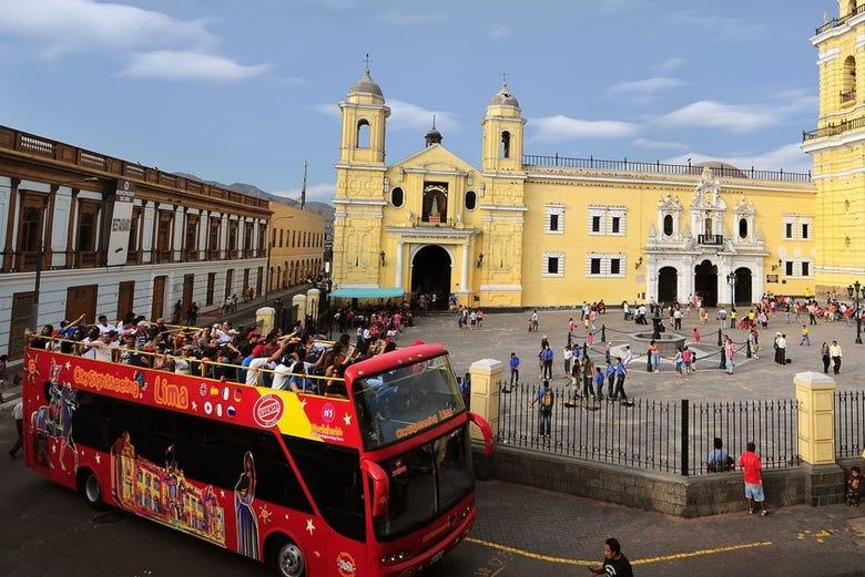 Bus touristique de Lima