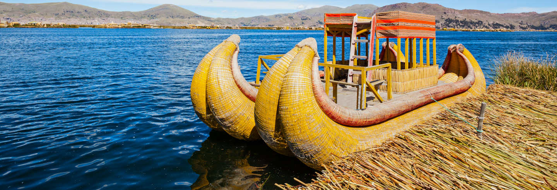 Excursión privada a las islas de los Uros en barca tradicional