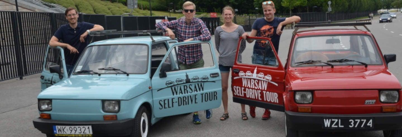 Conducción de coche antiguo en Varsovia
