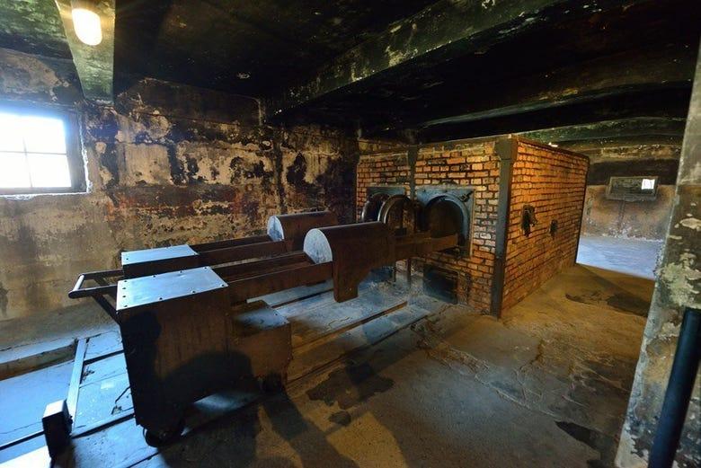 Resultado de imagem para crematorio auschwitz