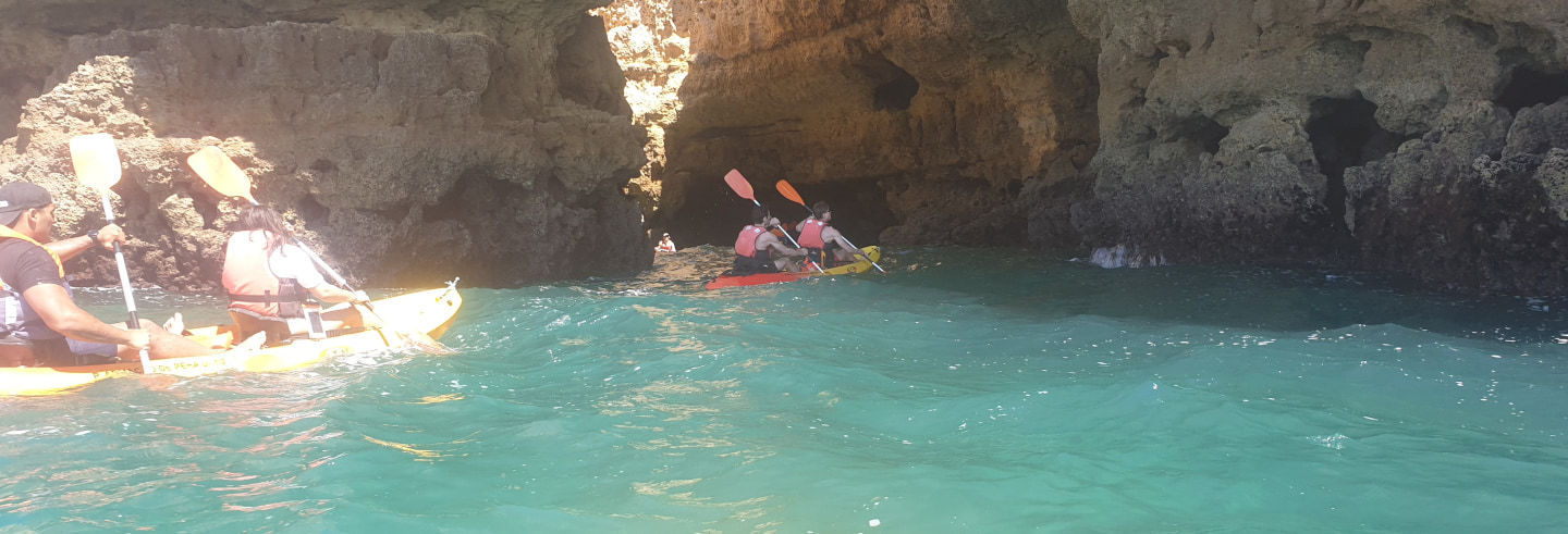 Tour en kayak por las cuevas de Armação de Pêra