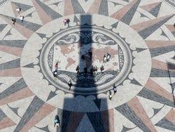 Trouvez le nom et le pays de ce monument ou ce lieu - Rosa-vientos-descubrimientos
